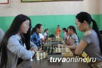 Херел Сандай-оол, Даш-оол Ондар и Арсения Ойдуп - победители шахматного турнира памяти Матпа Хомушку