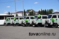 Лесничества Тувы и театралы получили в День России ключи от новеньких автомобилей марки УАЗ-390945 и автобусов «ПАЗ ВЕКТОР НЕКСТ»