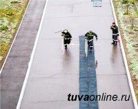 В Туве сотрудники МЧС России сдавали нормативы по пожарно-строевой и тактико-специальной подготовке