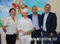 В малые села Тувы поедут работать 12 выпускников Медицинского колледжа