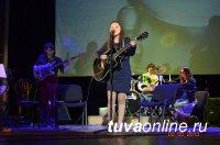 Любимчик Игоря Крутого юный певец Денберел Ооржак дал концерт в Туве, а его студию щедро вознаградили власти