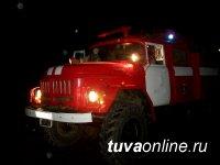 Тува: для тушения пожара в Доме культуры села Ак-Даш Сут-Хольского района оперативно выехали пожарные