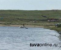 Тува: установлена автолюбительница, заехавшая на машине в лечебное озеро Дус-Холь