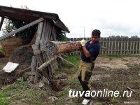 Волонтёры Тувы отремонтировали более 30 домов и восстановили 600 метров забора в Иркутской области, пострадавшей от наводнения