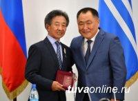 Тува: Ко Дню республики награждены лучшие