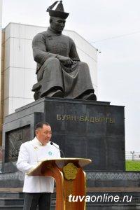 В Туве почтили память основателя тувинской государственности