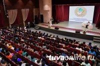 Глава Тувы выступил перед учителями на республиканском Августовском совещании