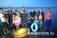 Неравнодушные кызылчане спасли унесенных на середину озера Хадын детей