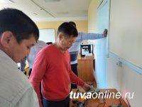 Хову-Аксы: Пилотному кожууну Тувы по проекту «Сетевая школа» передана мобильная лаборатория