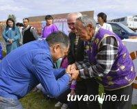 Глава Тувы поздравил с Днем пожилых людей