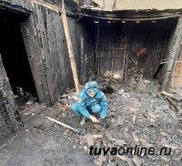 В Туве на пожаре погибли два человека