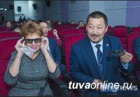 В Кызыле на правом берегу Енисея сегодня открыли новый кинозал «Енисей»