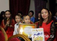 В Туве лучшим детским библиотекам и читателям вручили статуэтки БиблиОскара