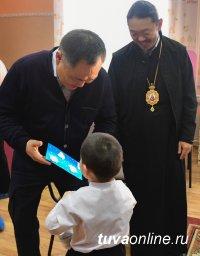 Глава Тувы и Преосвященный владыка Феофан в Рождество Христово посетили детдом и больницу