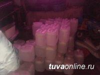 В Туве сотрудники ОБЭПа изъяли из незаконного оборота 900 литров спиртосодержащей жидкости