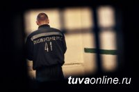 В Туве 21-летнему мужчине дали пожизненное за нападение с ножом на участковых. Одного из полицейских преступник убил