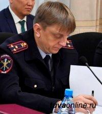 Министр МВД Тувы взял под личный контроль дело вандалов, осквернивших стелу на площади Победы