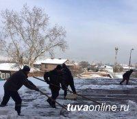 В Кызыле проходит месячник по уборке снега