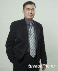 Поздравление с 8 марта художественного руководителя Кызылского колледжа искусств им. А. Б. Чыргал-оола Николая Дамбаа