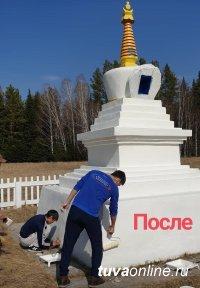 Разрушенную буддийскую ступу восстанавливают борцы и верующие