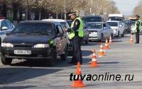 В столице Тувы госавтоинспекторы устроили для автовладельцев сплошную проверку