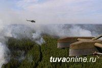 На природные пожары в Туве военный вертолет сбросил первые 30 тонн воды