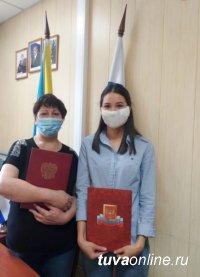 В Туве две иностранки приняли российское гражданство