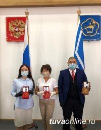 Тува: Волонтеры Кызыла помогают медперсоналу городской поликлиники