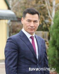 Глава Калмыкии поздравил жителей Тувы с Днем республики