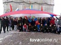 В Туве отмечают День Российского флага