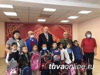 Депутаты парламента Тувы помогают школьникам из малоообеспеченных семей собраться в школу