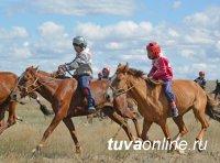НААДЫМ. В конном марафоне на 30 км первой пришла лошадь улугхемского коневода Байыра Доржу