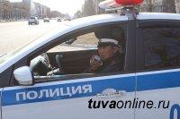 Правоохранители Тувы пресекли провоз в Тээли двух тонн спиртного без документов