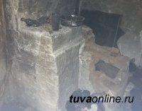 В Кызыле пожарные обнаружили в горевшем доме труп