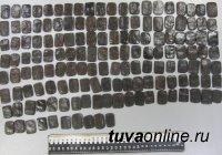 Тувинские и красноярские полицейские задержали двух наркодельцов с поличным