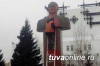 В Туве на вандалов, осквернивших памятник первому государственному деятелю Салчаку Токе, возбудили уголовное дело