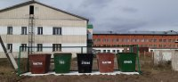 Экологи Тандинского кожууна Тувы раскрасили мусорные контейнеры в разные цвета для раздельного сбора