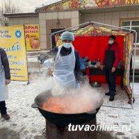 #МЫВМЕСТЕ: В Туве национальные диаспоры приготовили 300 порций узбекского плова для врачей