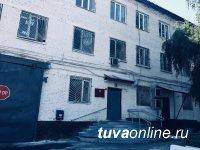 В Туве мужчине, перебросившему в колонию наркотики, грозит срок