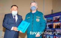 В Туве спасателей поздравили с профессиональным праздником и 30-летием службы