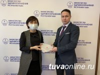 В Туве медикам вручили сертификаты на посещение СПА в пятизвездочном отеле