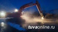 Тува: В селе Бай-Тал Бай-Тайгинского района от наледи спасают приусадебные участки местных жителей