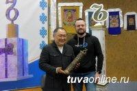 В Туву - регион-победитель всероссийского конкурса на самую необычную скульптуру, приехал десант турблоггеров
