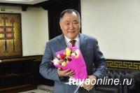 Глава Тувы Шолбан Кара-оол поздравил женщин с праздником 8 марта