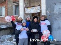 """""""Добрые сердца Тувы"""" поздравили с 8 марта врачей - Почетных граждан Кызыла"""