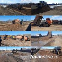 На Вавилинском затоне Кызыла ведется отсыпка гравием дорог по автобусному маршруту