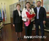 Ректора ТувГУ, профессора Ольгу Хомушку поздравили с юбилеем
