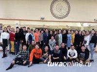 Тувинский национальный театр музыки и танца, бывший ансамбль «Саяны», сегодня отмечает 52 года с момента основания
