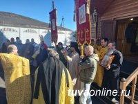 В Туран Республики Тыва доставили ковчег с частицей мощей святителя Иннокентия Иркутского