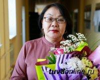 Преподавателя Тувгу Елену Айыжы наградили за вклад в дружбу и сотрудничество России и Монголии